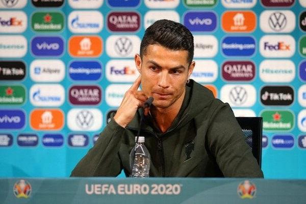 Ronaldo phản hồi tin đồn trở lại MU, Ferdinand troll Sir Alex vì đoán Scotland thắng Anh