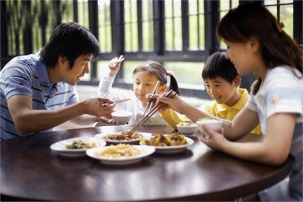 TP.HCM: Cảnh báo thực phẩm bẩn trà trộn trong lúc dịch COVID-19 bùng phát