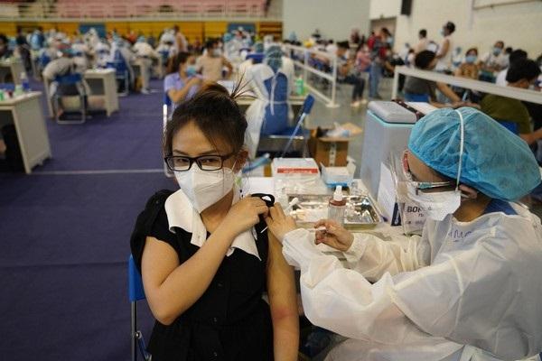 TP.HCM vừa nhận 400.000 liều vắc xin, chuẩn bị đón thêm 1 triệu liều