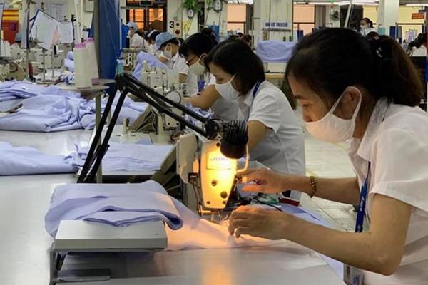 Từ 1.2.2021, lao động nữ được trả thêm tiền trong ngày 'đèn đỏ'