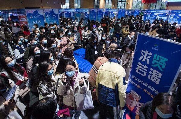 Nhiều lao động Trung Quốc chi nghìn đô cũng không tìm được việc