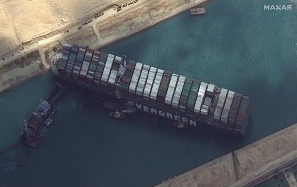 Những con số khủng khiếp từ vụ siêu tàu Ever Given chắn ngang kênh đào Suez