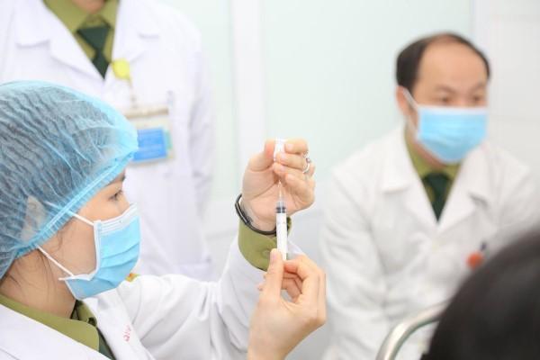 Gần 50.000 người đã được tiêm vắc xin COVID-19