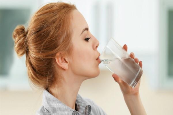 Uống nước ấm giúp da sáng hơn mỗi ngày