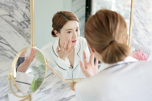 Học cách chăm da theo thời khóa biểu của gái Hàn