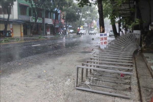 Sau khi đổ bộ, bão số 5 suy yếu thành áp thấp nhiệt đới, mưa to diện rộng