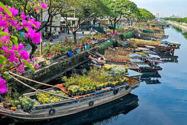 """Chợ Hoa Xuân """"Trên bến dưới thuyền"""" 2021 tại Quận 8 có nhiều điểm đặc biệt"""