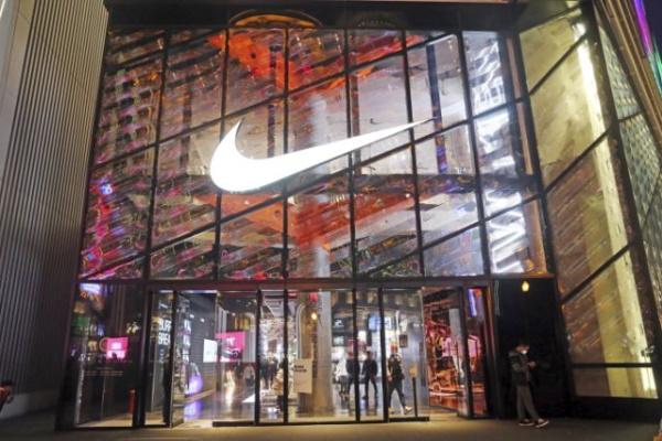 Nike, Adidas, H&M, Uniqlo tẩy chay bông ở Tân Cương, dân mạng Trung Quốc sôi sục