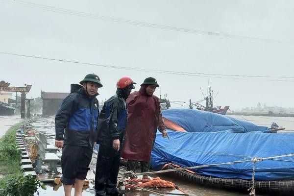 Bão Vamco đổ bộ, gây mưa lớn gió mạnh ở các tỉnh miền Trung