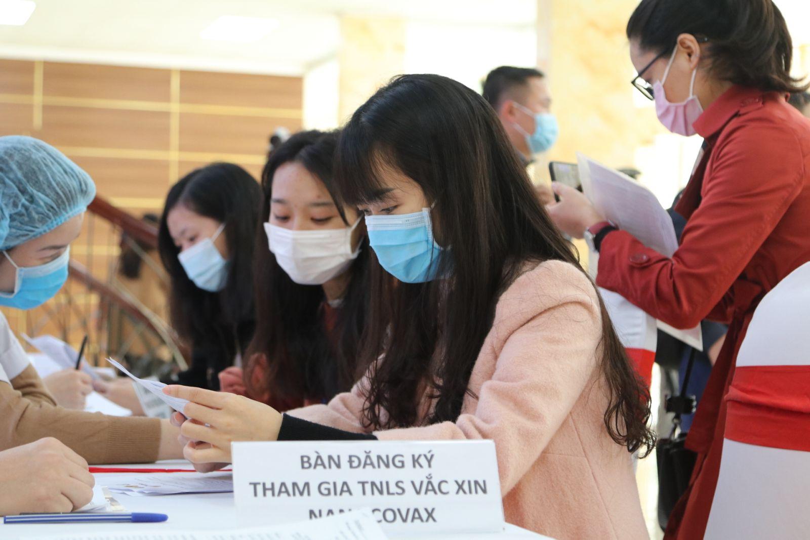 Bộ Y tế chọn những người Việt Nam đầu tiên tiêm thử nghiệm vắc xin ngừa COVID-19