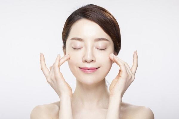 5 bí quyết dưỡng ẩm thần kỳ đặc trị da khô chị em nên biết