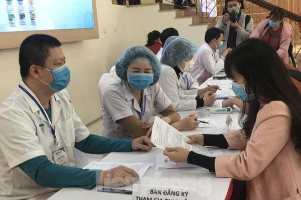 Việt Nam lần đầu tiên tiêm thử nghiệm vắc xin COVID-19