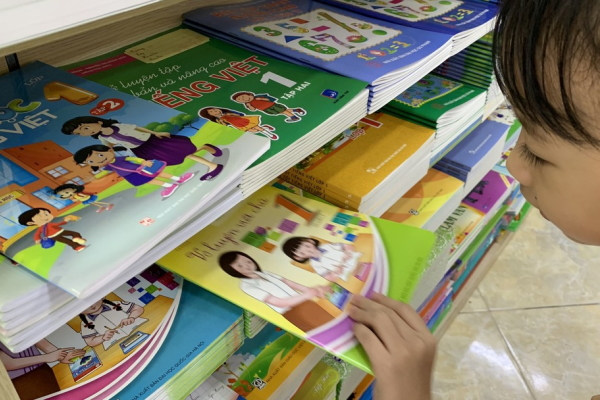 Bộ GD-ĐT cấm đưa sách tham khảo vào trường học