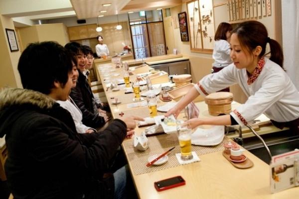 """""""Cuộc chiến khốc liệt"""" giành vị trí đầu bếp sushi của phụ nữ Nhật Bản"""