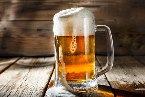 Uống một chai bia mỗi ngày tăng nguy cơ béo phì lên 25%