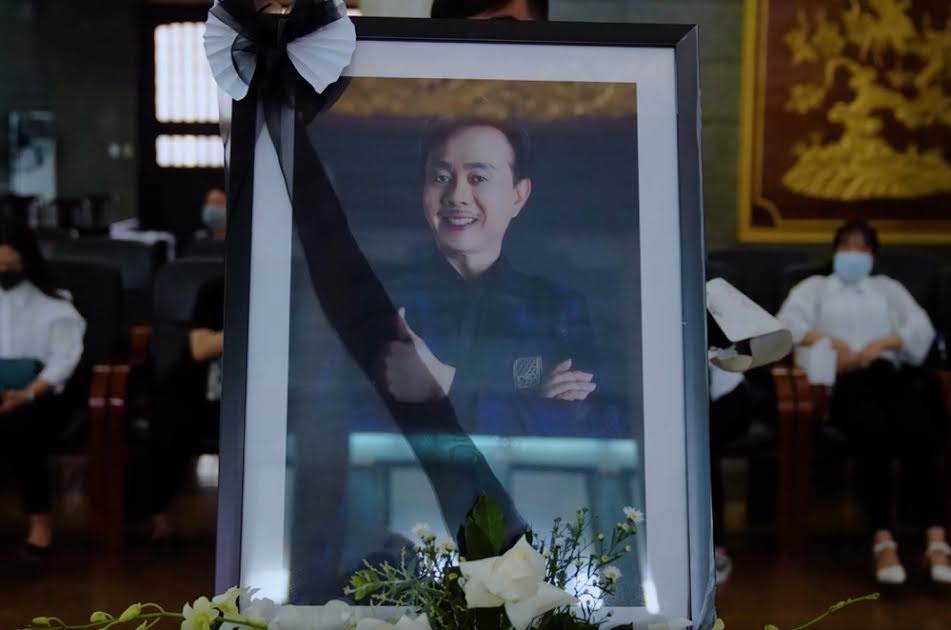 Những hình ảnh cuối cùng của nghệ sĩChí Tài tại lễ tang