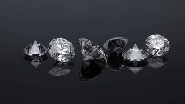Ấn tượng kim cương được tạo cực nhanh trong nhiệt độ phòng