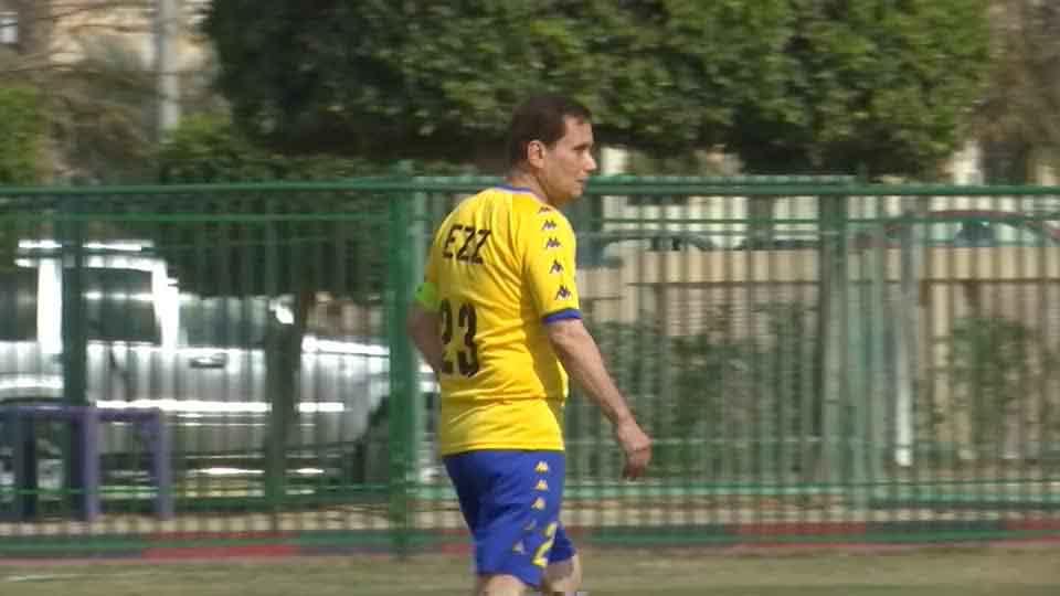 Cụ ông 74 tuổi người Ai Cập trở thành cầu thủ bóng đá già nhất thế giới