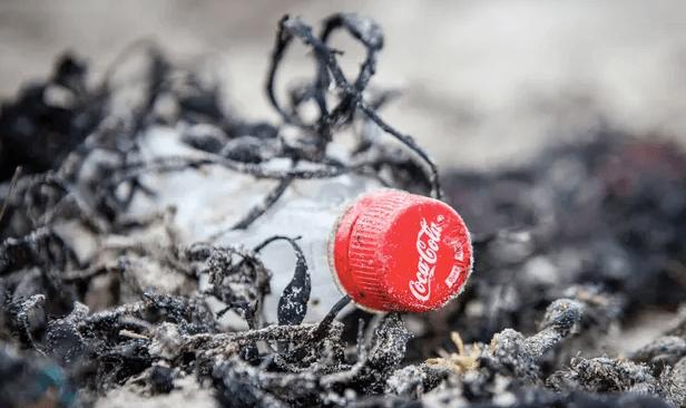 Coca-Cola, Pepsi và Nestlé đứng đầu danh sách gây ô nhiễm nhựa nhiều nhất thế giới