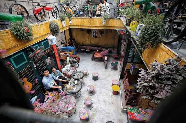 Quán cà phê độc đáo giữa lòng Hà Nội: Thổi hồn cho... rác!