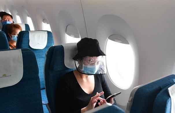 Bí quyết hạn chế nguy cơ bị lây nhiễm COVID-19 khi đi máy bay