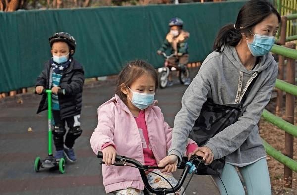 Trẻ em mang SARS-CoV-2 lâu hơn ước tính
