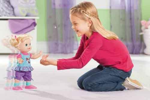 Nghiên cứu mới cho thấy chơi với búp bê giúp trẻ phát triển sự đồng cảm (Kỳ I)