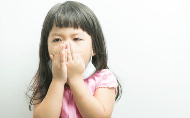 Kiêng tắm, kiêng ăn tôm - gà - bò cho trẻ khi bị ho có phải là giải pháp tốt?
