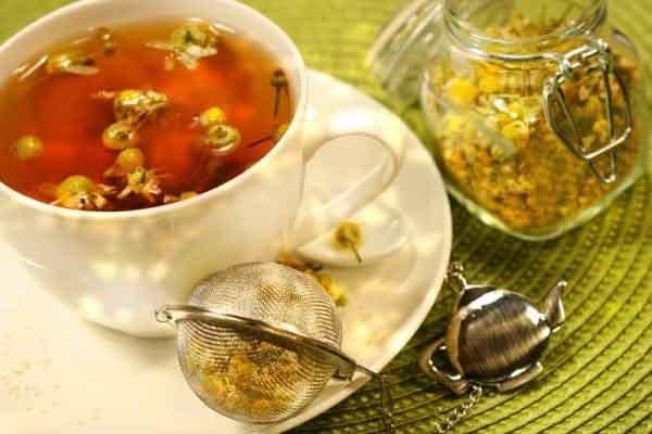 Bài thuốc dân gian trị bệnh từ hoa cúc khô, trong đó giúp phụ nữ giảm bớt căng thẳng