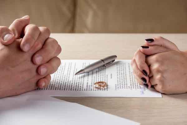 Những điều phụ nữ cần vượt qua sau ly hôn