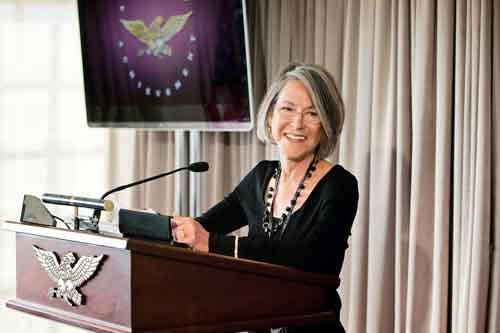 Nhà thơ đoạt giải Nobel văn học 2020 - Cái nhìn chính xác về nỗi cô đơn