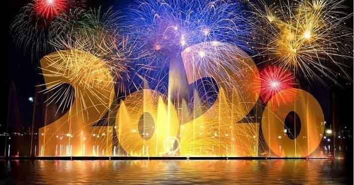 Người dân nô nức xem bắn pháo hoa mừng năm mới 2021