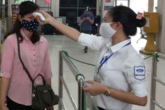 Hà Nội và TP.HCM siết chặt kiểm tra thông tin y tế đối với hành khách trở lại sau Tết