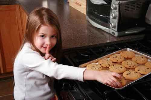 Hiểu rõ những lý do và cách khắc phục chuyện trẻ có tính 'táy máy' (Kỳ 1)
