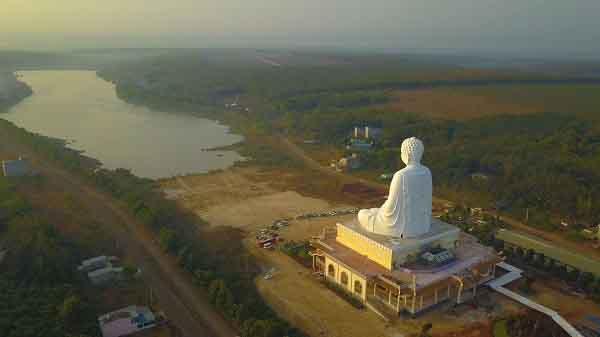 Tết này đi chùa cầu bình an, sức khỏe nhớ ghé ngôi chùa có bức tượng Phật cao nhất Đông Nam Á ở Bình Phước