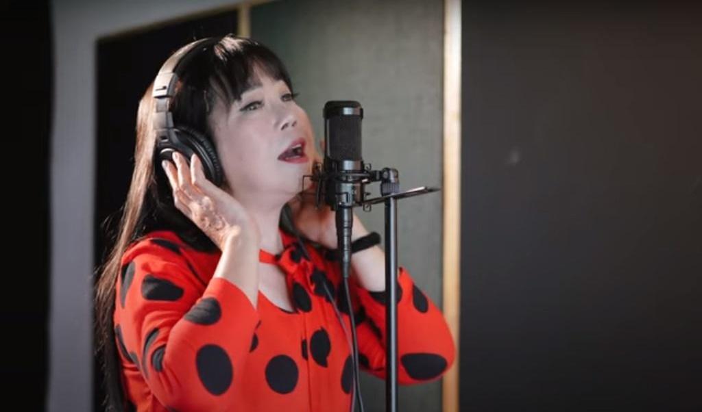 Ca sĩ Ánh Tuyết hát về tấm lòng người dân miền Trung gửi miền Nam