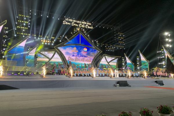 Lễ hội du lịch biển Sầm Sơn 2021 hút hàng ngàn du khách