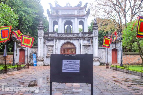 Hầu hết các di tích, đền chùa ở Hà Nội lại 'cửa đóng' vì COVID-19