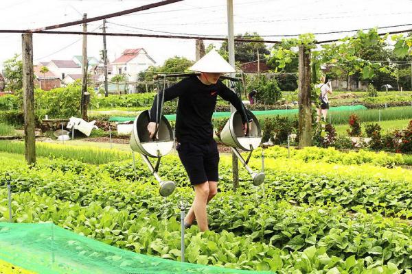 Thu tiền triệu nhờ bán dịch vụ được làm nông dân cho du khách