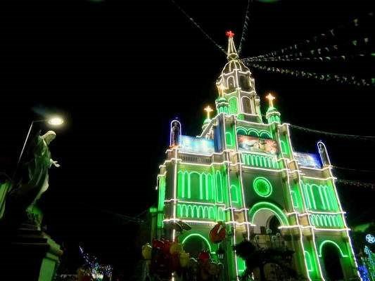 Không khí đón Giáng sinh rộn ràng ở nhà thờ cổ Cù Lao Giêng