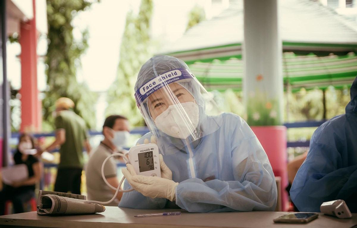 MC Quỳnh Hoa: Nhiều bệnh nhân COVID-19 xem ca nhạc qua khe cửa hẹp