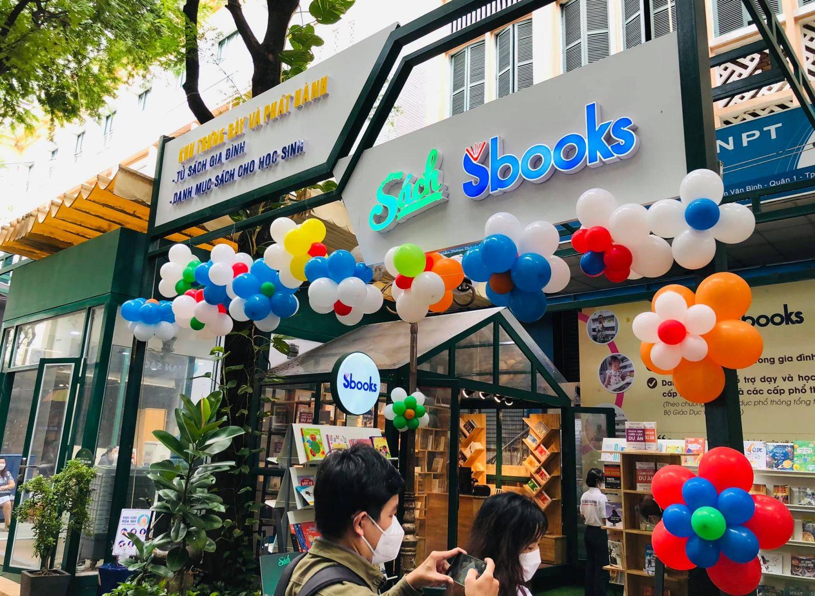 Khai trương khu trưng bày tủ sách Gia Đình và Danh mục sách cho học Sinh ở Đường Sách