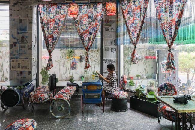 Độc đáo quán cà phê trang trí bằng rác thải tái chế ở Sài Gòn