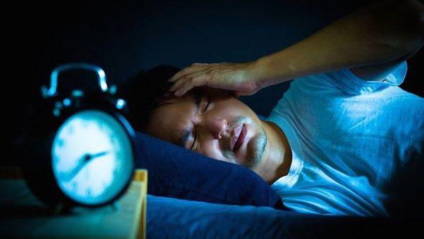 """Thói quen lướt web vào ban đêm khiến sức khỏe bị """"xuống cấp"""" trầm trọng"""