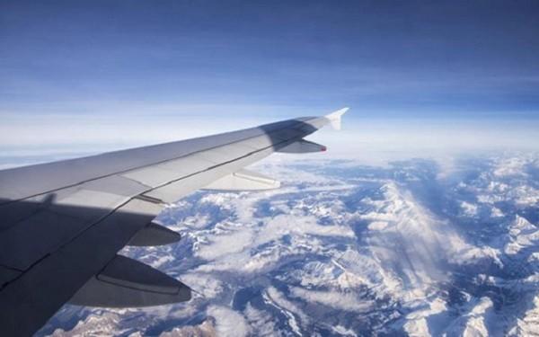 Giá vé và mức phí của các hãng hàng không tăng cao