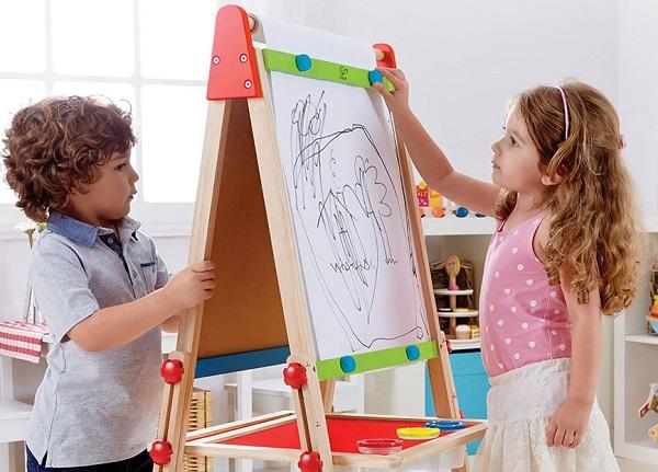Bố mẹ có thể hiểu con hơn nhờ việc xem tranh bé vẽ