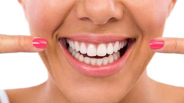 Răng trắng sáng với những mẹo đơn giản