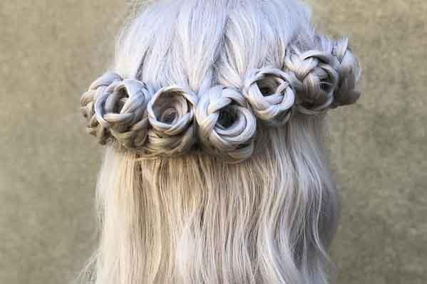 Tạo kiểu tóc hình hoa hồng thu hút ánh nhìn