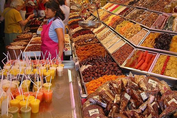 Thành phố Barcelona có khu chợ trời vô cùng sặc sỡ