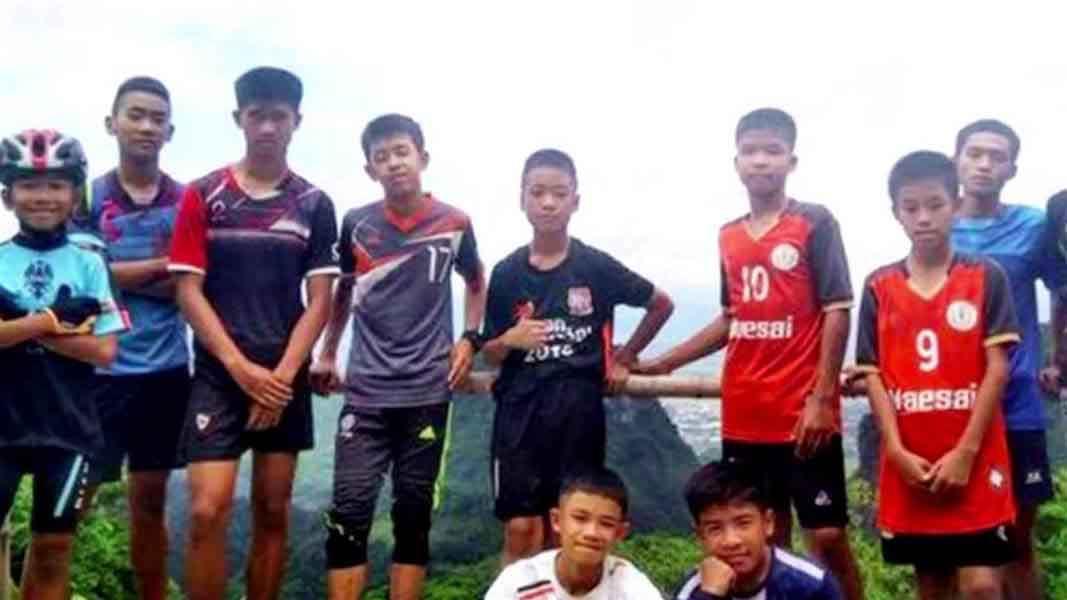 Người dân Thái Lan mở tiệc mừng chiến dịch giải cứu đội bóng nhí thành công